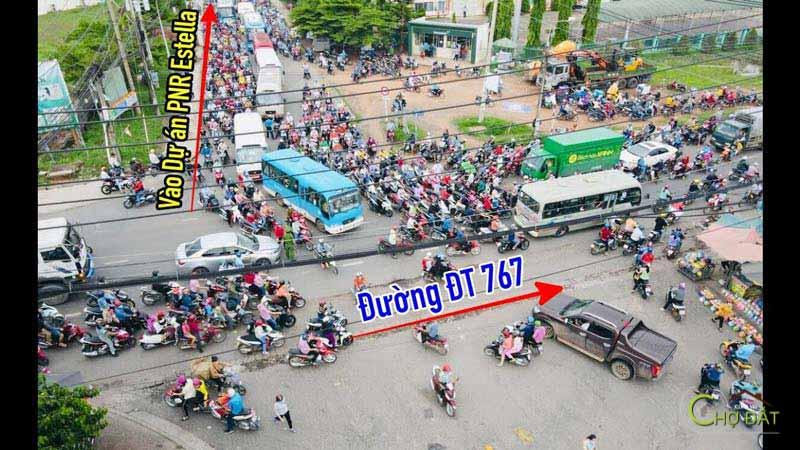 Con đường DT 767 đi vào dự án đất nền trảng bom sông mây PNR Estella Đồng Nai